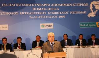 Ο Δημήτρης Χριστόφιας στο Συνέδριο των Αποδήμων [πηγή φωτογραφίας: Το Κυπριακό Ποντίκι, 25/08/2009]